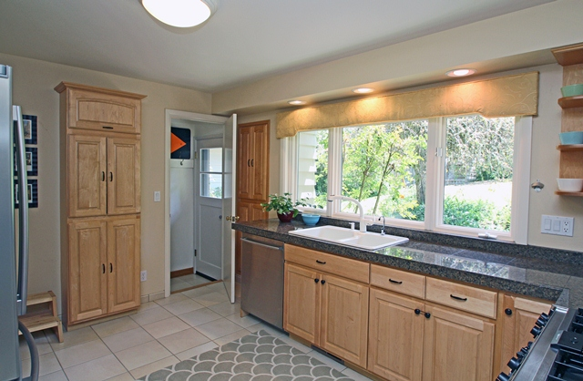 3512 SW Willamette Avenue Corvallis Oregon-- Kitchen