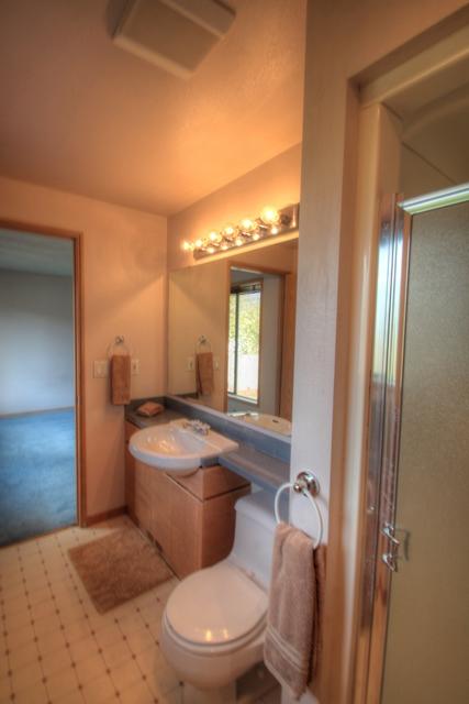 2078 NW Lance Way Corvallis Oregon-- Master Bath