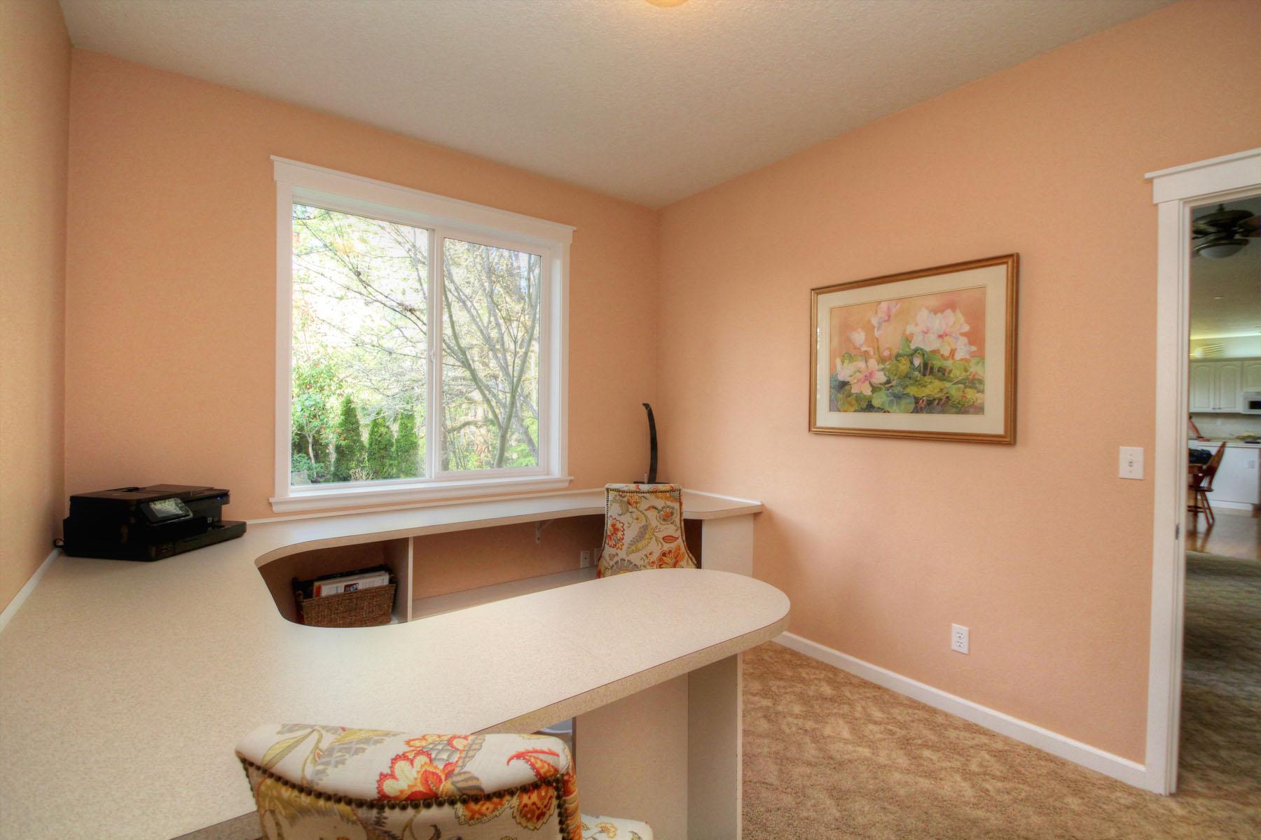 Main Level Craft Room _ 2nd Office 5889 SW Englewood Av, Corvallis, OR 97333