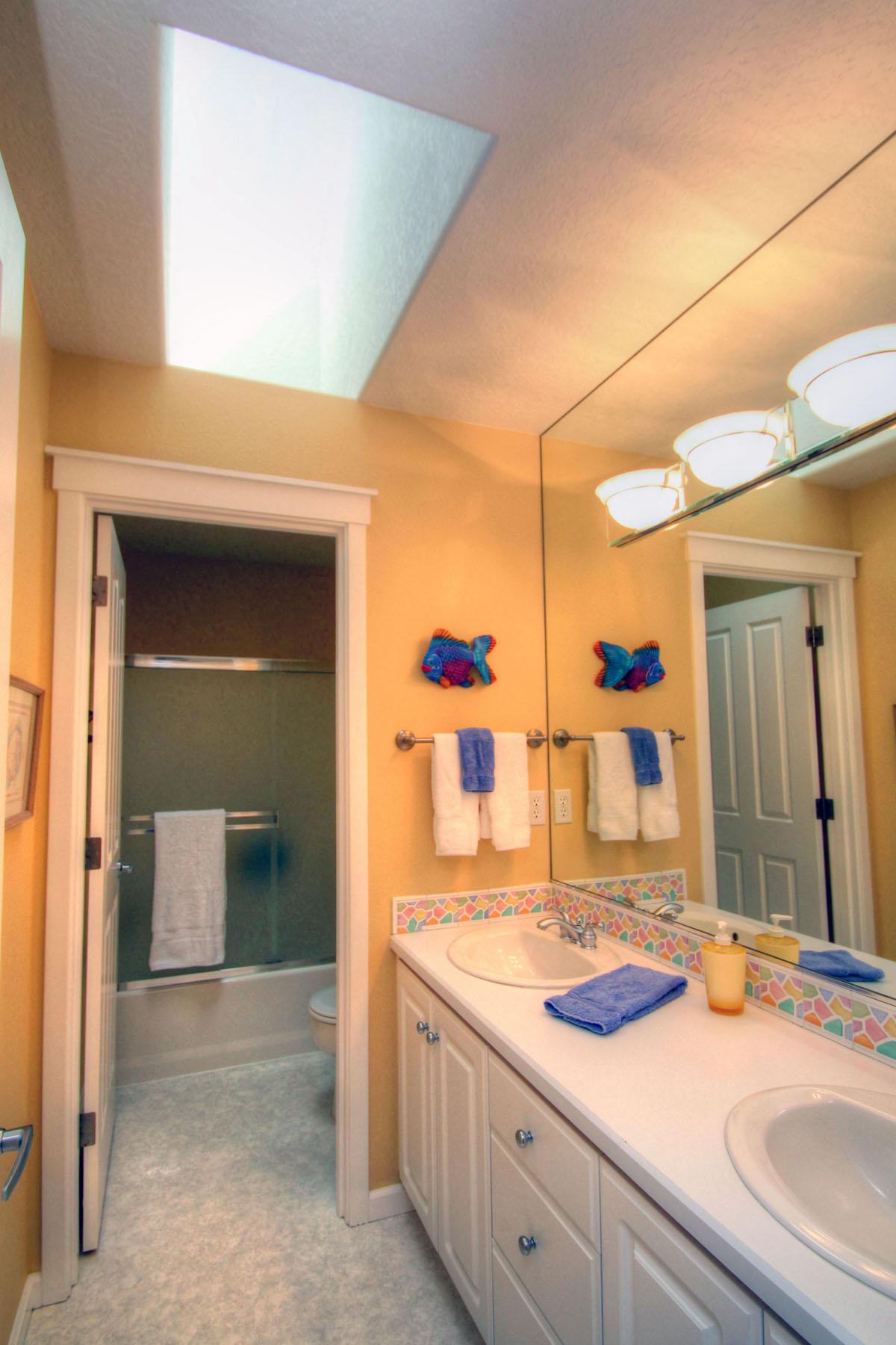 Upper Level Bath 5889 SW Englewood Av, Corvallis, OR 97333