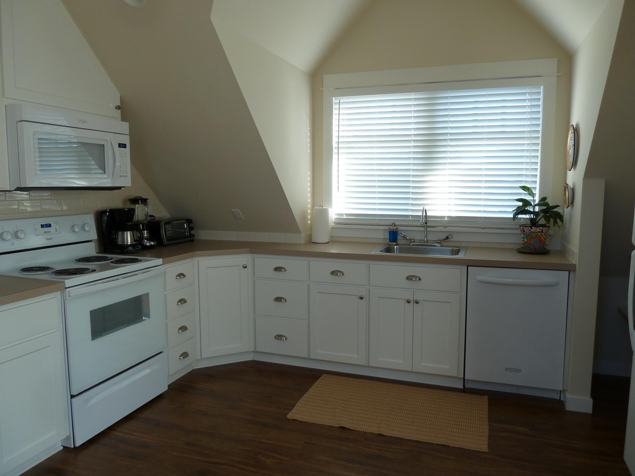 206 NW 8th Street, Corvallis, Oregon-Carriage House Kitchen
