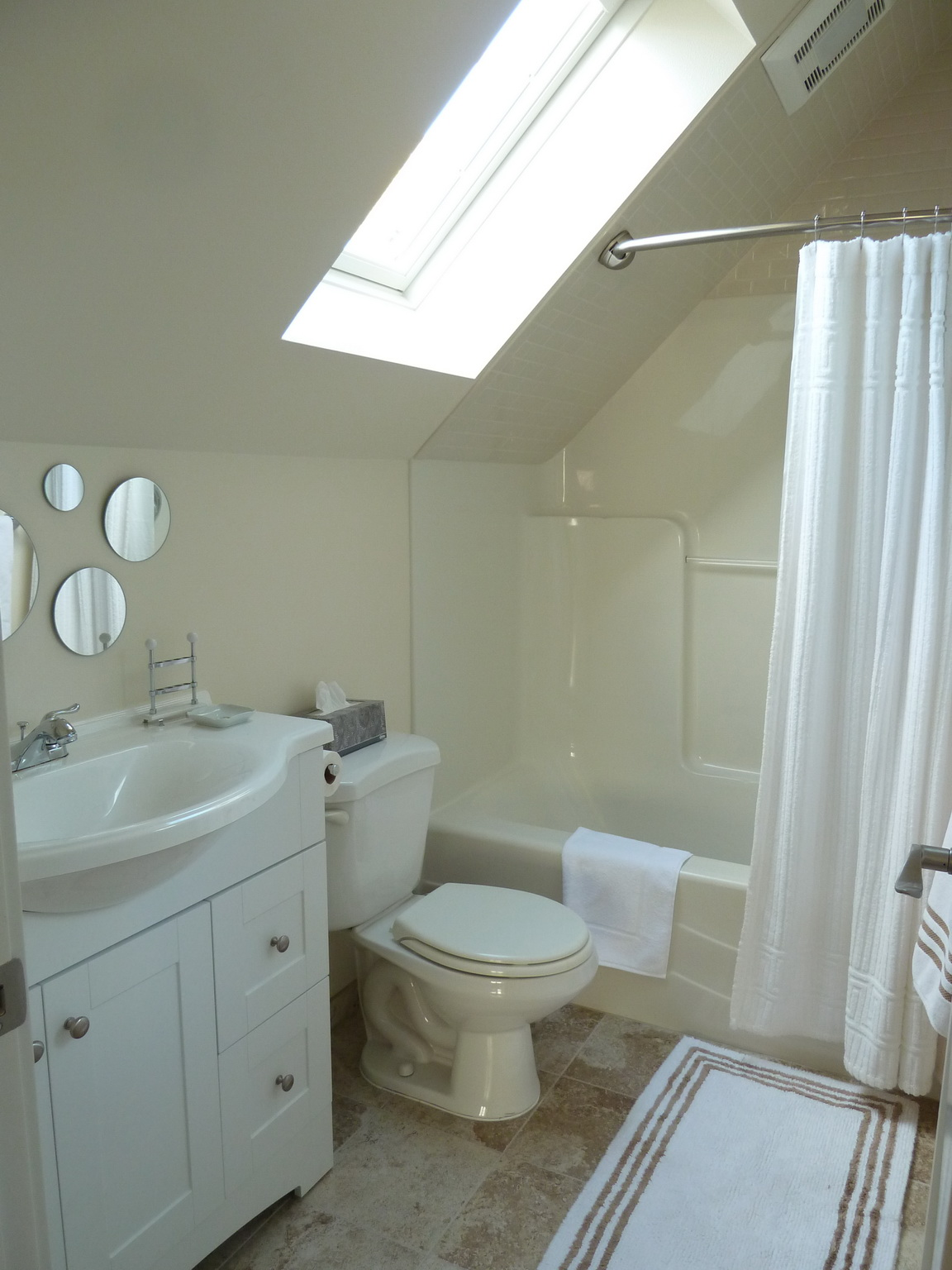 206 NW 8th Street, Corvallis, Oregon-Carriage House Full Bath