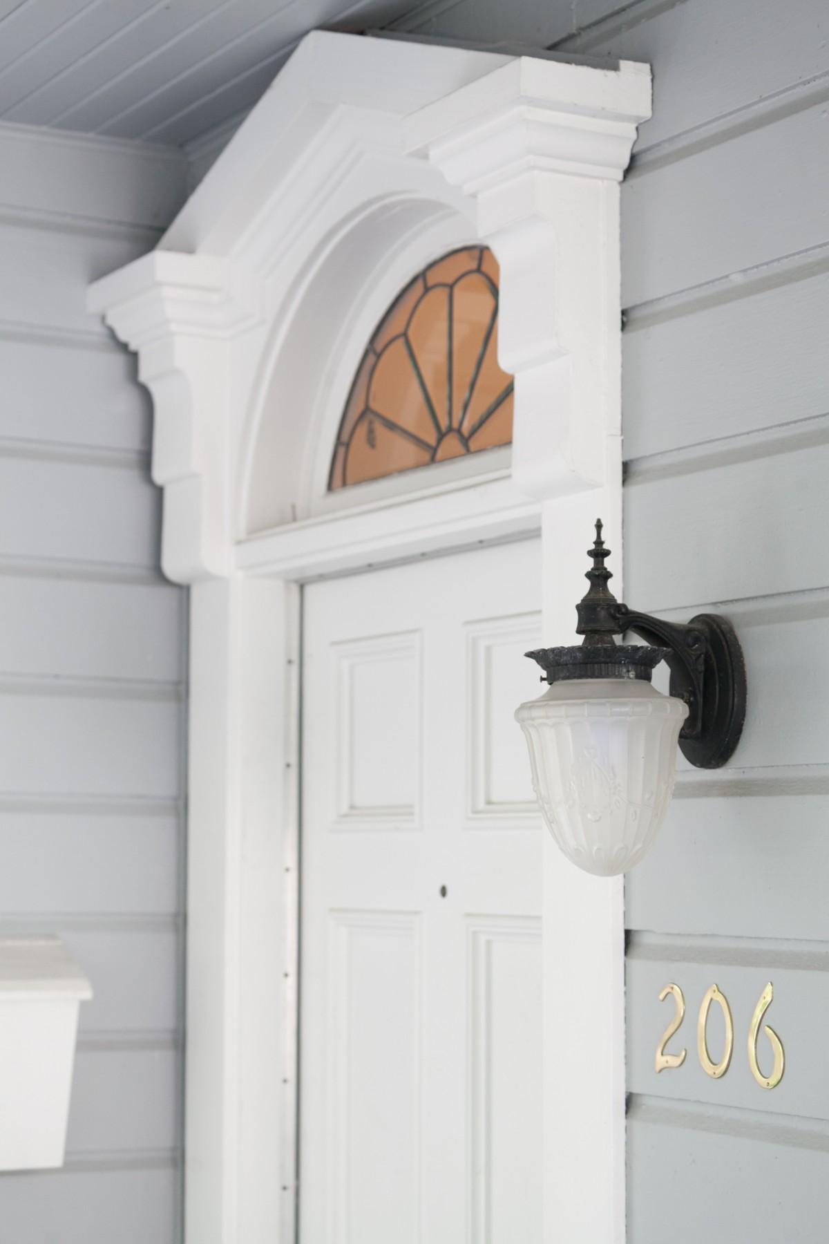 206 NW 8th Street, Corvallis, Oregon-Front door detail