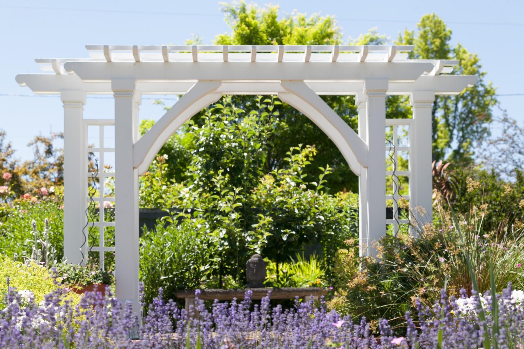 206 NW 8th Street, Corvallis, Oregon-Garden trellis