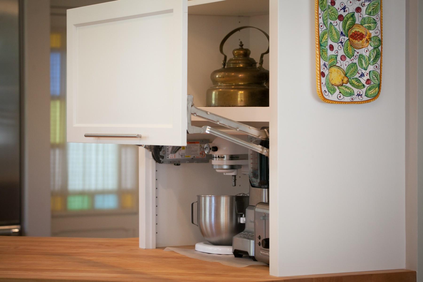 206 NW 8th Street, Corvallis, Oregon-Kitchen appliance garage