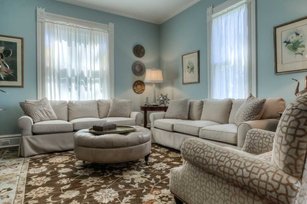 206 NW 8th Street, Corvallis, Oregon-formal living room