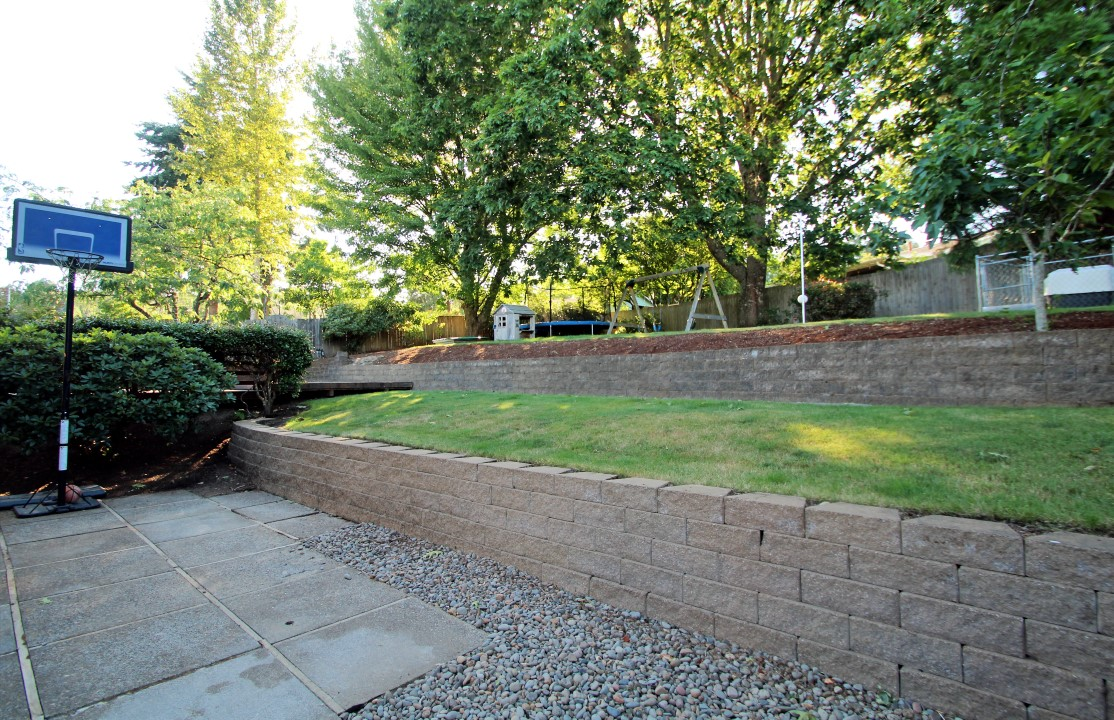 747 NW Fox Place, Corvallis, OR 97330--Backyard