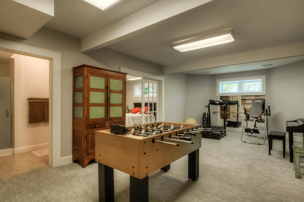 206 NW 8th Street, Corvallis, Oregon-lower level rec room