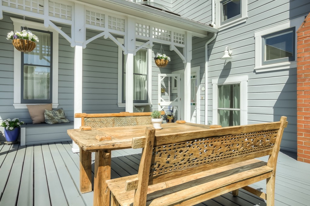206 NW 8th Street, Corvallis, Oregon- Back deck