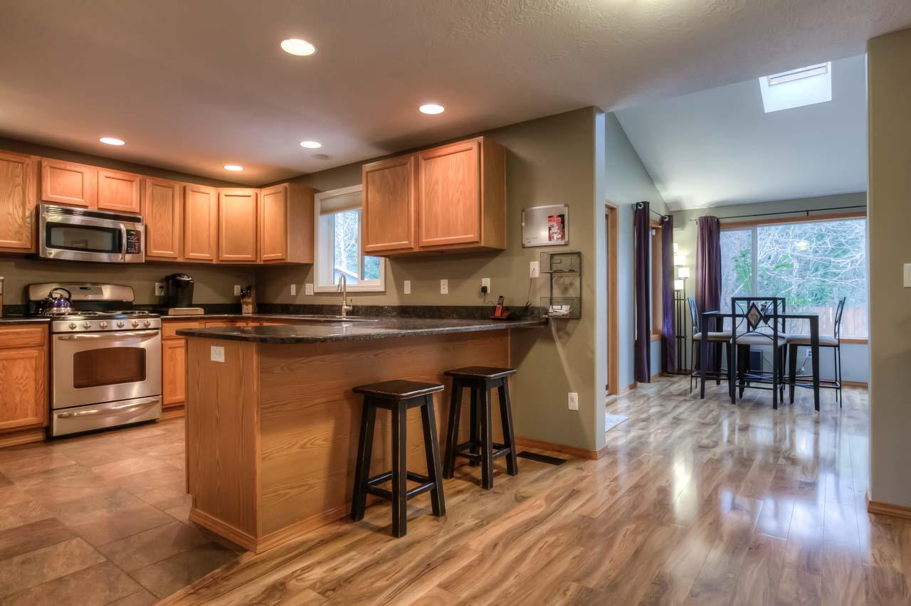 Home for sale 8113 daphne court corvallis oregon for 2 kitchen ct edison nj