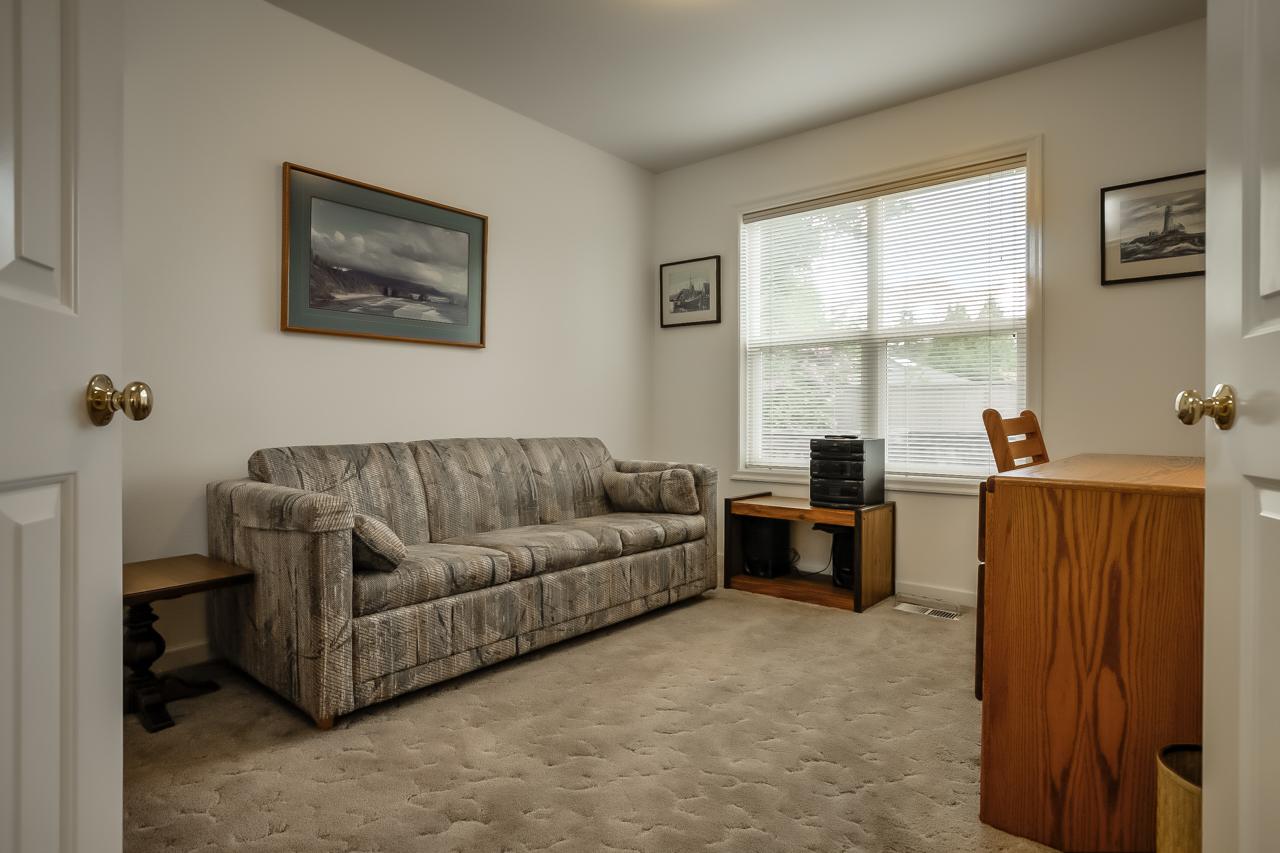 4167 NW Tamarack Drive- Den Office