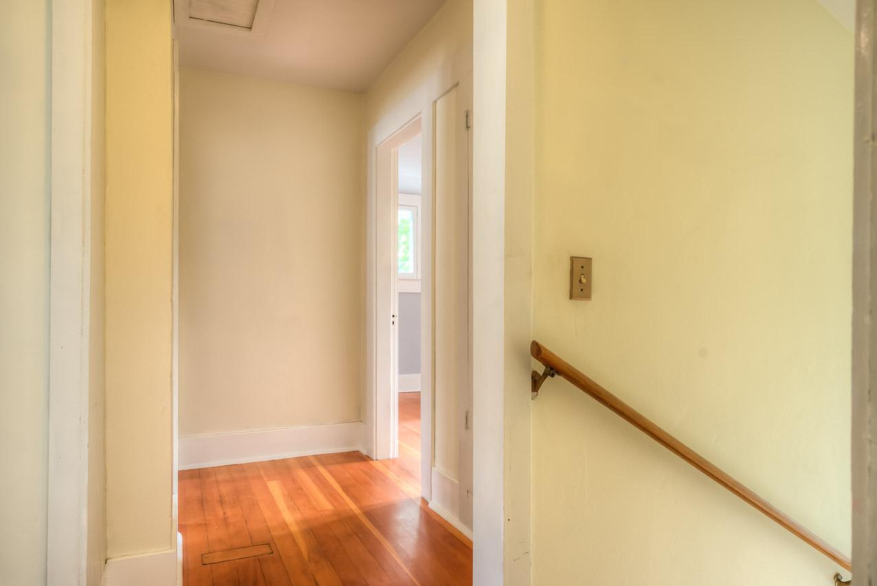820 SW 11th Street Corvallis-- Upper Hallway