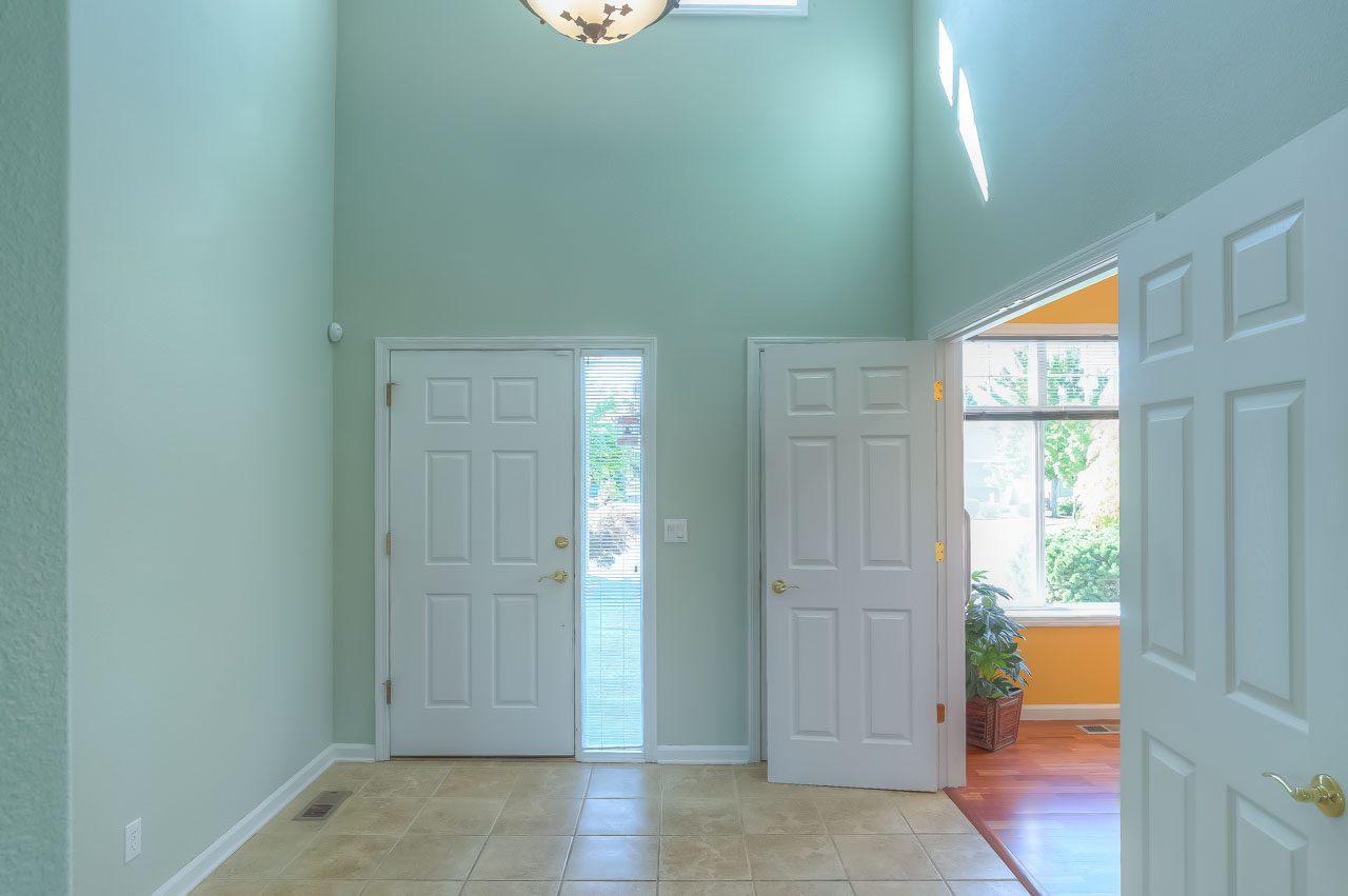 4773 SW Hollyhock Circle Corvallis-- Hallway