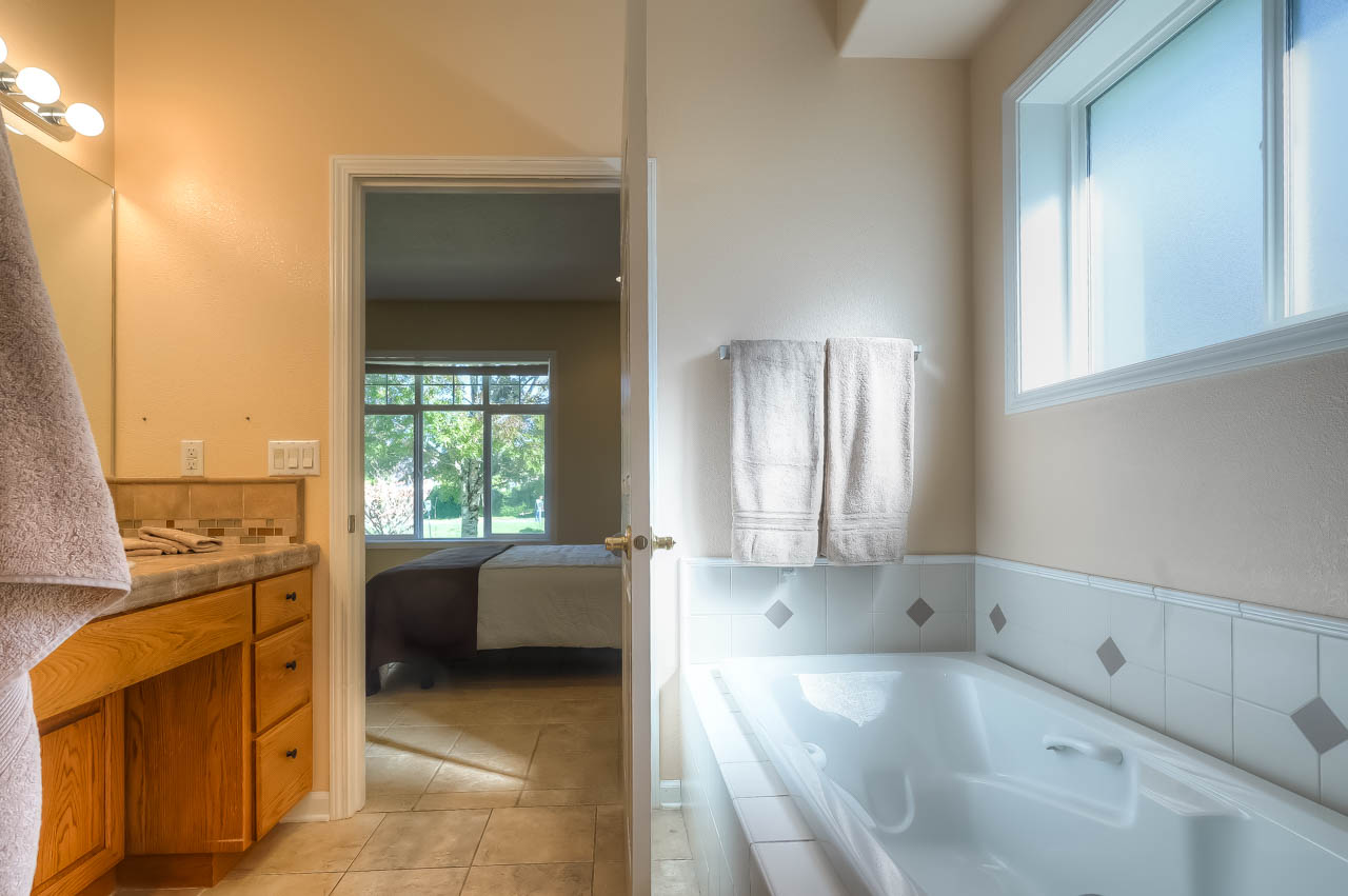 4773 SW Hollyhock Circle Corvallis-- Master Bath
