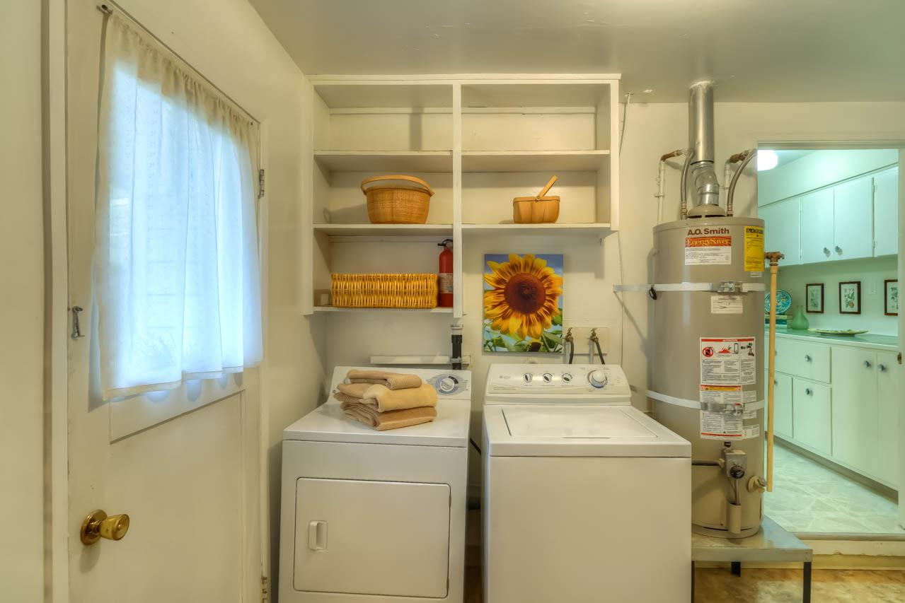 1540 NW 12th Street Corvallis Oregon-- Laundry