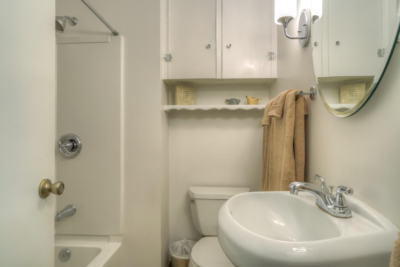 1540 NW 12th Street Corvallis Oregon-- Main Bath