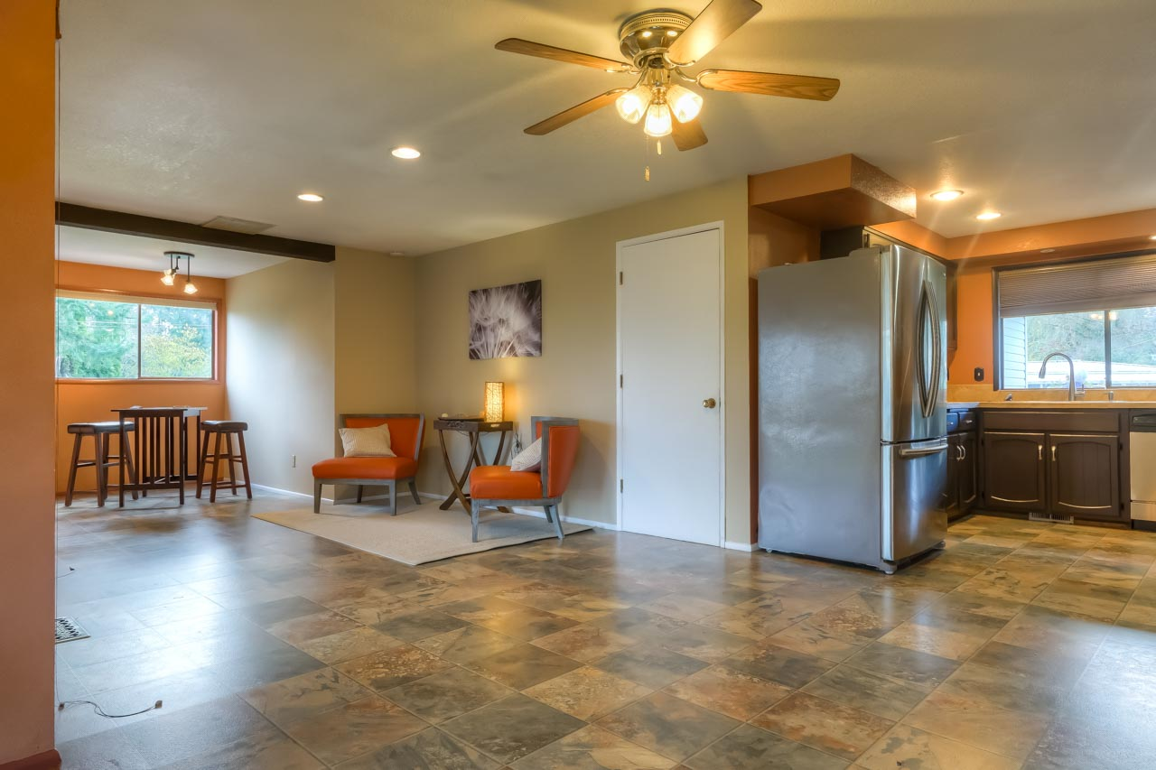 33721 SE Terra Circle Corvallis Oregon-- Bonus Space and Kitchen