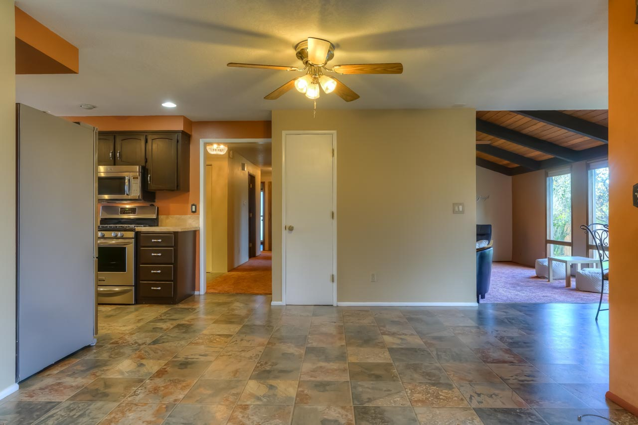 33721 SE Terra Circle Corvallis Oregon-- Bonus Space to Kitchen