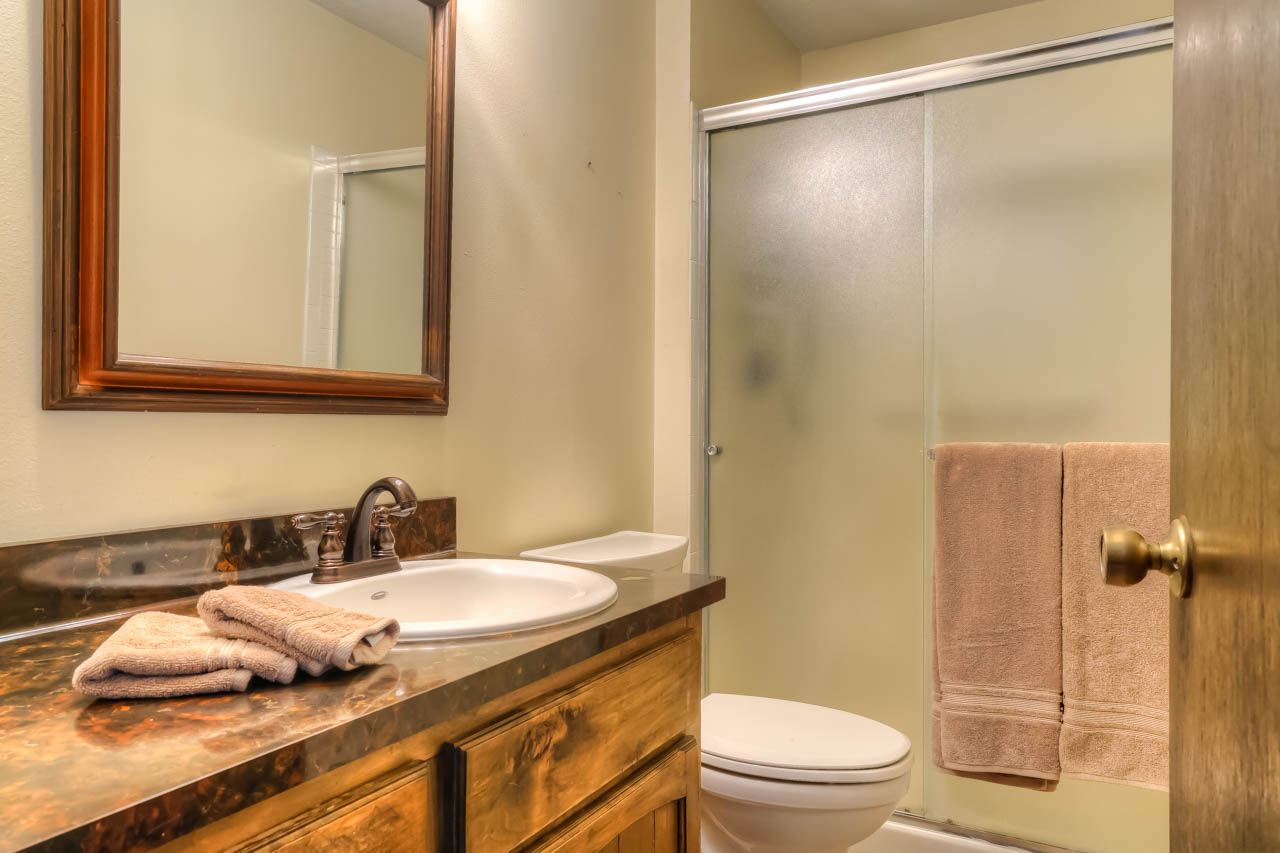 33721 SE Terra Circle Corvallis Oregon-- Master Bath