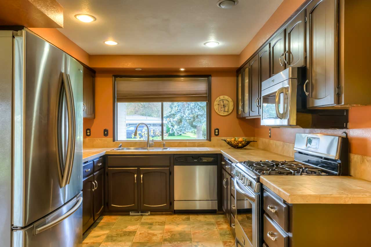 33721 SE Terra Circle Corvallis Oregon-- Kitchen