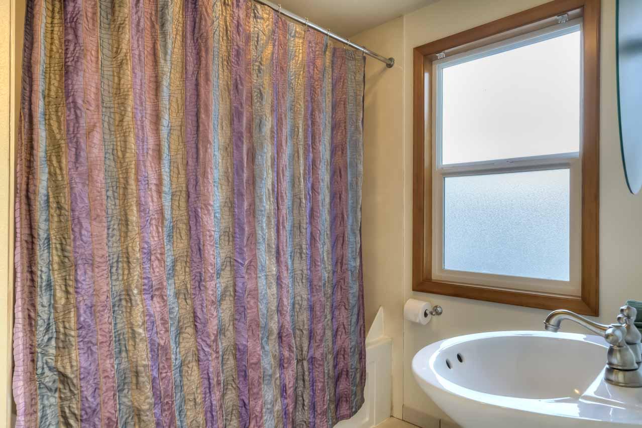 37963 Kings Valley Highway, Kings Valley Oregon-- Main Bath