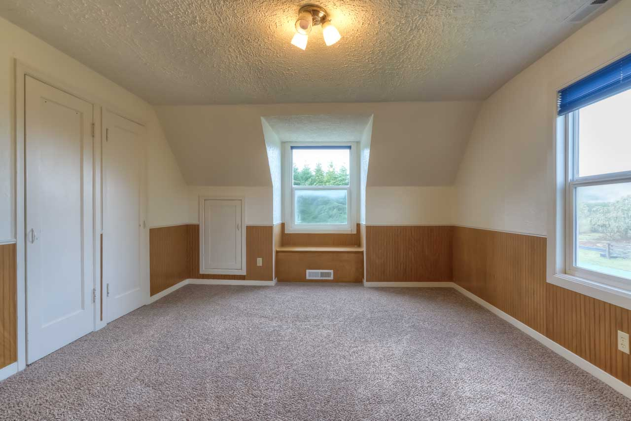 37963 Kings Valley Highway, Kings Valley Oregon-- Bedroom