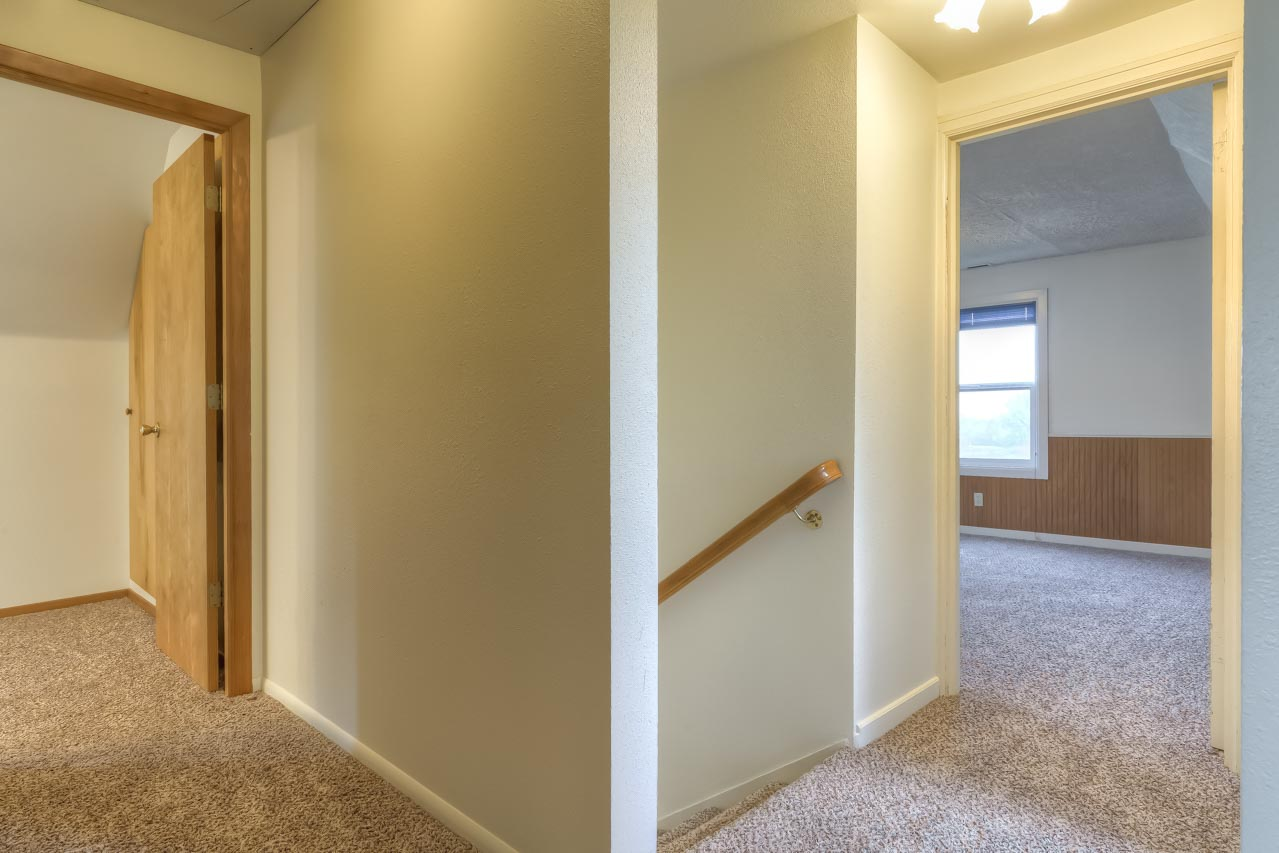 37963 Kings Valley Highway, Kings Valley Oregon-- Upper Level Hall