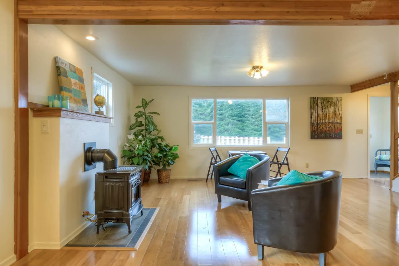 37963 Kings Valley Highway, Kings Valley Oregon-- Living Room