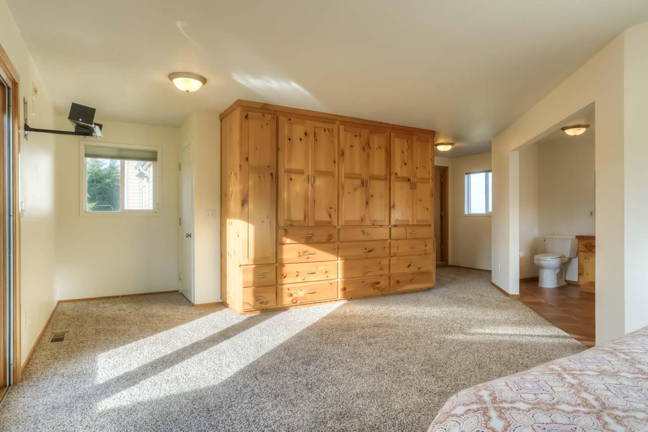 37963 Kings Valley Highway, Kings Valley Oregon-- Master Bedroom