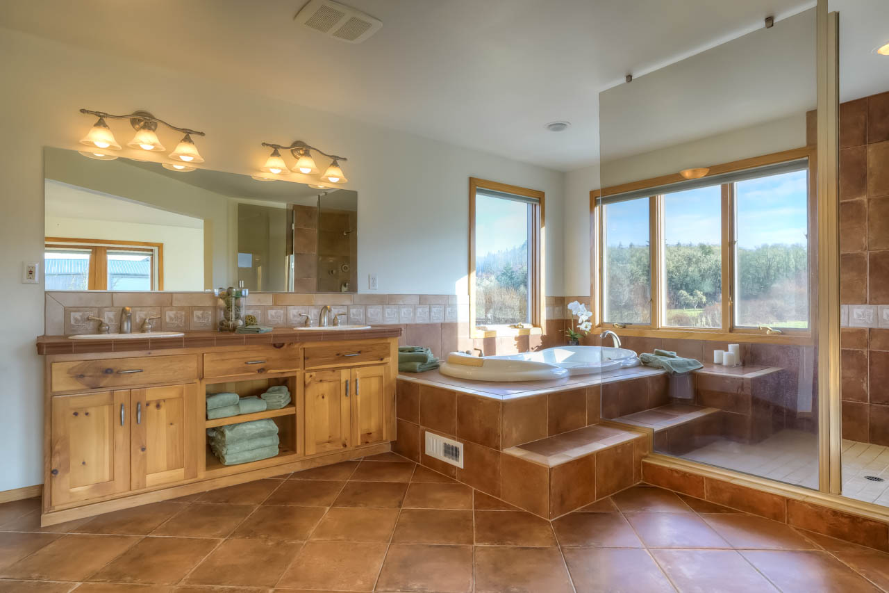 37963 Kings Valley Highway, Kings Valley Oregon-- Master Bath