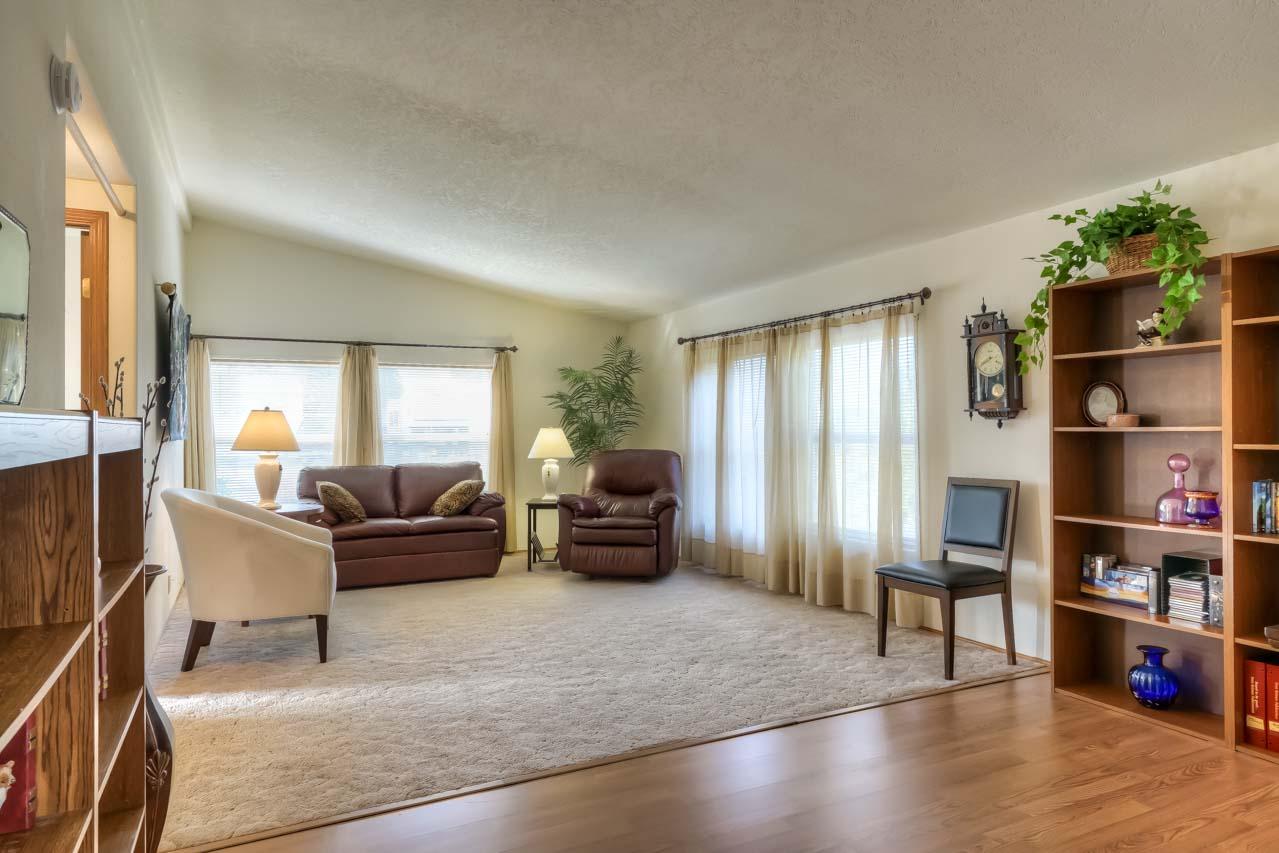 1921 Spicer Wayside SE Albany Oregon-- Family Room