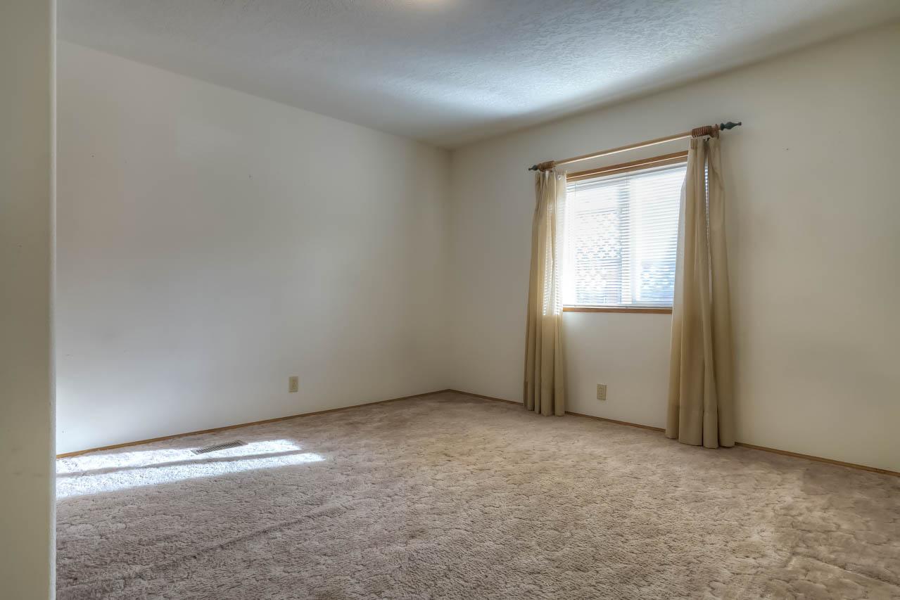 1921 Spicer Wayside SE Albany Oregon-- Bedroom