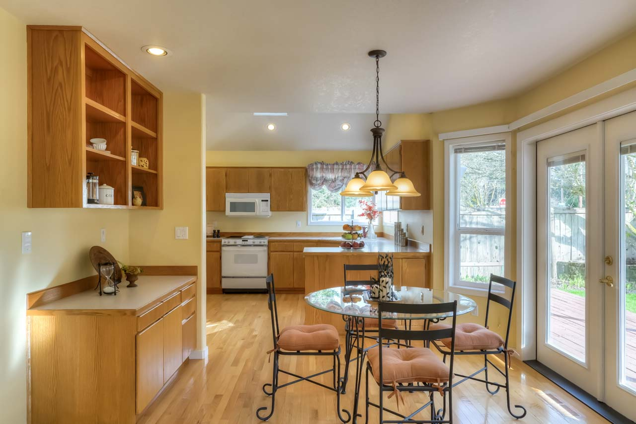 1606 SW Country Club Drive Corvallis-- Casual Dining Kitchen