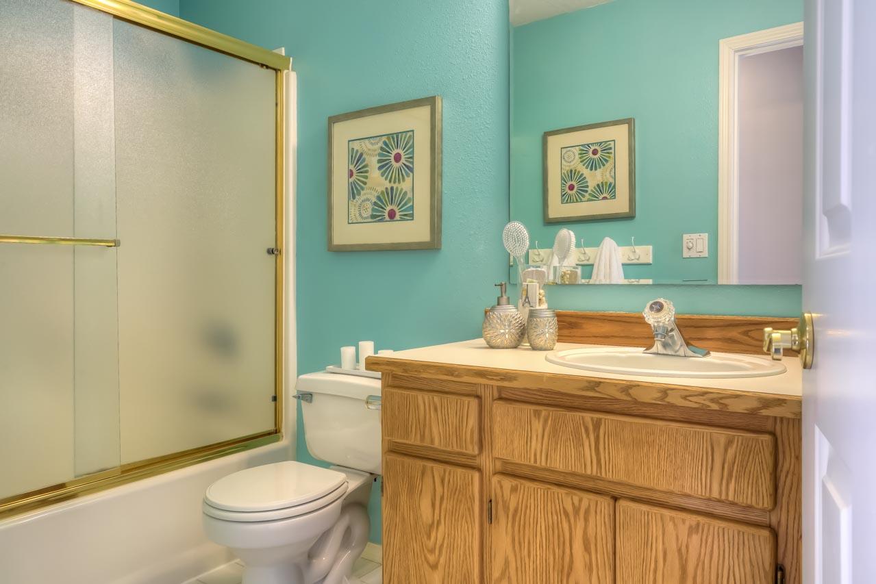 1606 SW Country Club Drive Corvallis-- Main Bath