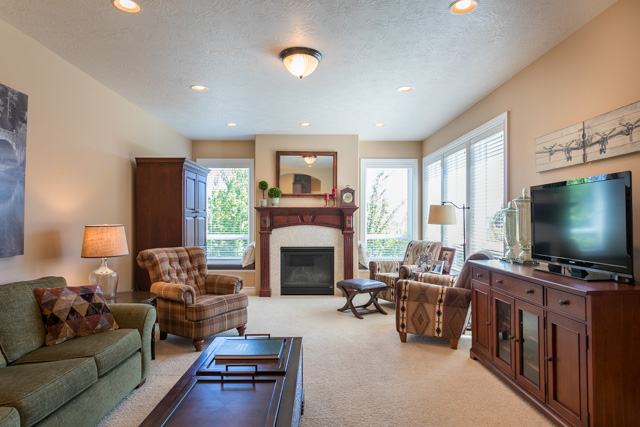 3487 NW Buttercup-24